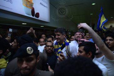 مدرب النصر الجديد يصل الرياض