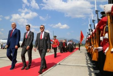 سجاد أحمر وجوازت دبلوماسية للاعبي البانيا