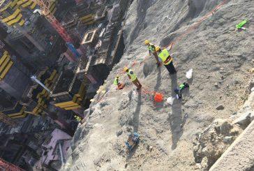 انتشل جثة شخص في منتصف منحدر صخري بمكة