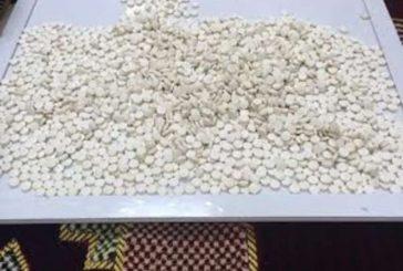 جدة.. إحباط تهريب 1.4 مليون حبة كبتاجون خبئت في أطقم وصوانٍ للشاي