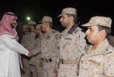 ولي ولي العهد السعودي مع الجنود المرابطين في نجران