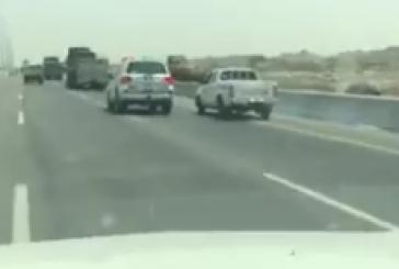 """بالفيديو..انقلاب دورية """"أمن الطرق"""" أثناء مطاردة أحد المشتبهين"""