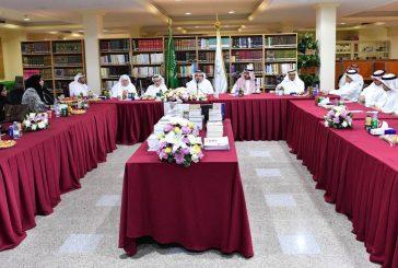 وزير الثقافة والإعلام يلتقي بالأدباء والمثقفين في جدة
