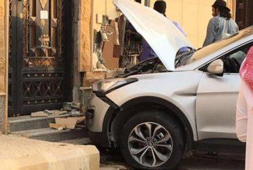 امرأة تحطم سيارة زوجها والسبب!