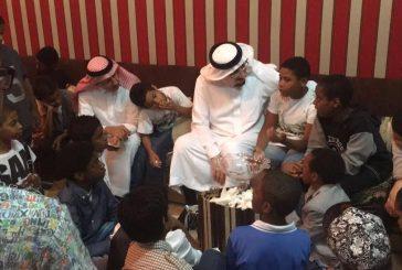 وزير العمل والتنمية الاجتماعية يزور الاطفال الايتام في دار التربية في أبها