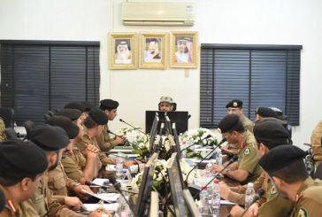 قائد قوات أمن الحج يطلع على الخطط المرورية والبدائل المتاحة