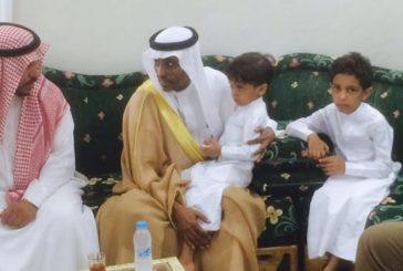 """محافظ صبيا ينقل تعازي أمير جازان لأسرة الشهيد """"الهمامي"""""""