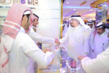 وزير العمل يزور صالة اتصالات يعمل فيها 40 شاباً سعودياً في حي العزيزية بالرياض