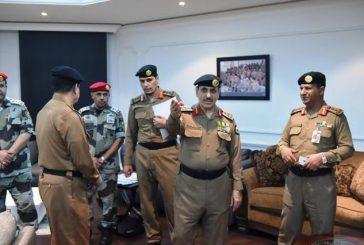 مدير الأمن العام يتجول في المركز الإعلامي ويحث على تسهيل مهمة الإعلام