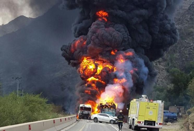 تصادم بين ثلاث شاحنات يخلّف أربع وفيات وثلاث إصابات حرجة