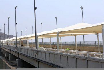 تظليل ممرات المشاة الموصلة لمحطات قطار المشاعر وتجديد حواجز جسر الجمرات