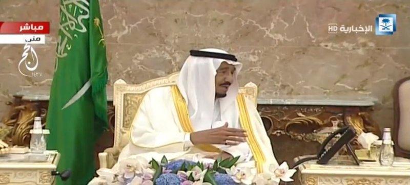 خادم الحرمين يستقبل الأمراء والعلماء والمسؤولين وكبار ضيوف #الحج