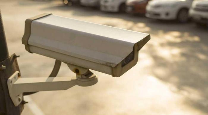 إلزام منشآت القطاع الخاص بالمملكة بتركيب كاميرات مراقبة
