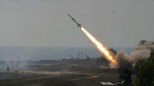الدفاع الجوي يعترض صاروخًا باليستيًّا أطلقته المليشيات الحوثية باتجاه خميس مشيط 