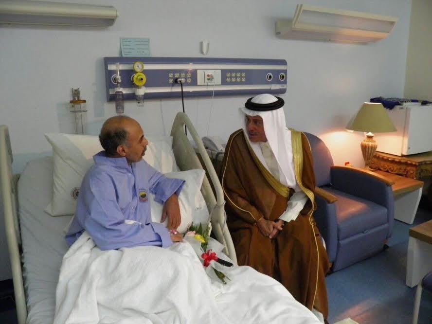 الرئيس التنفيذي للهيئة  الملكية بينبع يقوم بزيارة معايدة  للمرضى المنومين بالمركز الطبي