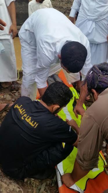 الدفاع المدني ينتشل جثة طفل غرق في وادي رخزه بالشعراء