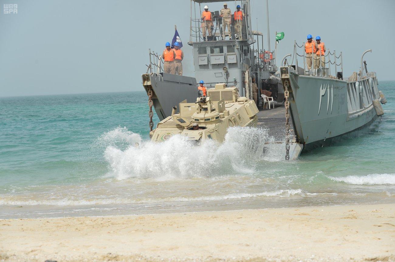 اختتام مناورات درع الخليج 1 وسط اتقان مميز لسفن الملك وطيران البحرية