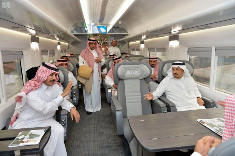 """أمير الرياض في برحلة عبر قطار """"سار"""" للمجمعة ويزور المحطات"""