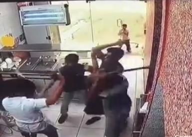 شرطة المدينة: ضبط 4 مواطنين اعتدوا على عامل بوفيه آسيوي(فيديو)