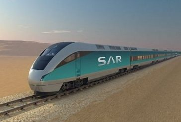 أمير الرياض يستقل قطار «سار» في رحلة من الرياض للمجمعة