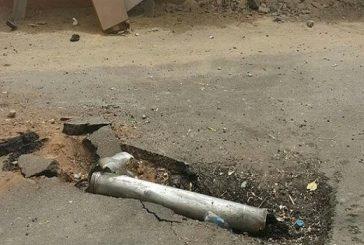 مقذوفات على الطوال تقتل مقيما وتصيب طفلة ووالدها جميعهم يمنيين