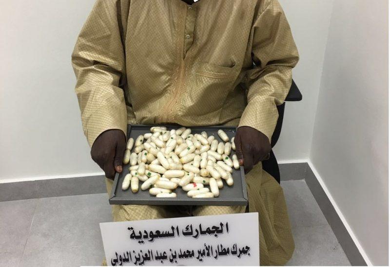 جمرك مطار الأمير محمد بن عبدالعزيز يُحبط تهريب كيلو و473 جرام من الكوكائين