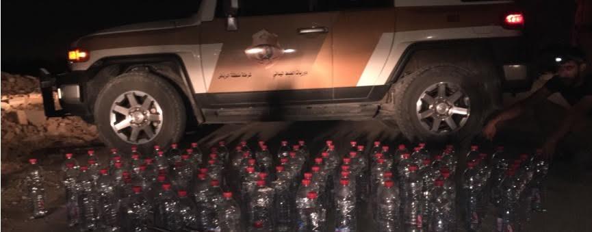 """شرطة الرياض تضبط 7 براميل و94 قارورة في كمين لوكر لتصنيع """"الخمور"""""""