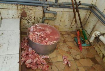 بلدية محافظة قرية #العليا تغلق (52) منشأة وتتلف (989) كجم مواد غذائية فاسدة