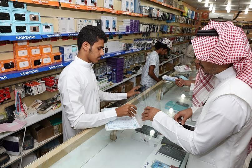 صالح الراشد .. 30 يوما أغرته لامتلاك متجر لبيع أجهزة الجوال