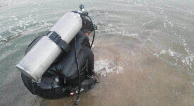 بالصور..الدفاع المدني بجازان ينتشال جثة إفريقي غرق في وادي الفطيحة