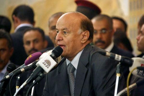 """""""هادي"""" يشيد بانتصارات الجيش الوطني في تعز"""
