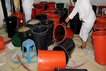 """الشرطة """"والهيئة"""" تضبطان مصنعين للخمور بالجوف"""