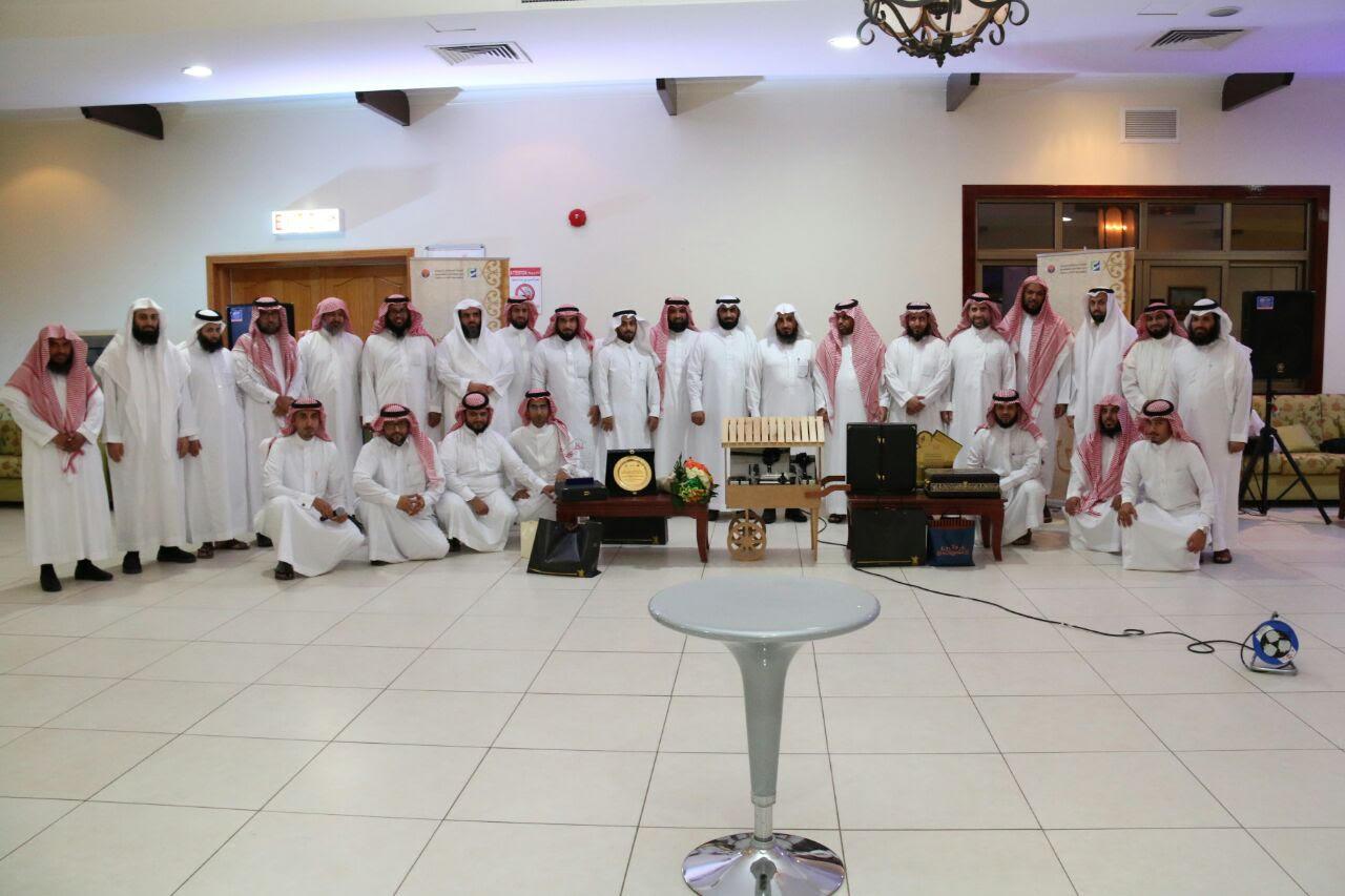 """مدرسة الإمام عاصم المتوسطة تُقيم حفل تكريم للأستاذ """"طارق البليهد"""""""