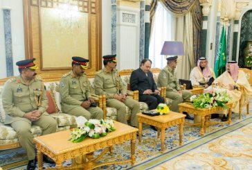 خادم الحرمين الشريفين يستقبل قائد الجيش الباكستاني