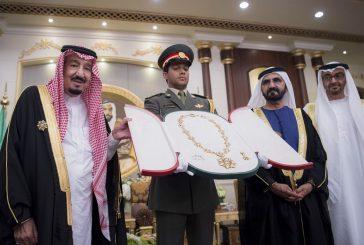 """الشيخ محمد بن زايد يقلد خادم الحرمين """" وسام زايد """""""
