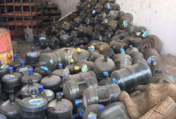 المدينة.. ضبط عمالة تُعِيد تعبئة مياه الشرب يدوياً