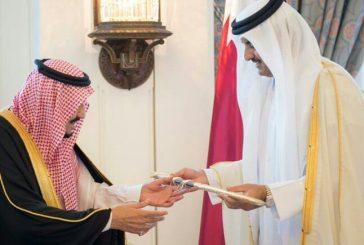 بالفيديو.. خادم الحرمين بعد تسلمه سيف جاسم من أمير قطر يأمر بوضعه في الدرعية