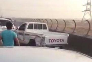 بالفيديو: متهور يصدم عدة سيارات على الجسر المعلق بالرياض