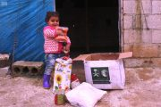 مركز الملك سلمان للإغاثة يبدأ توزيع أكثر من 133 ألف سلة غذائية لـ 800 ألف مستفيد في إدلب وحلب وحماة واللاذقية