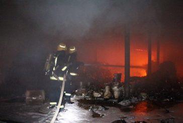 السيطرة على حريق اندلع في مستودع بشارع الحج بمكة