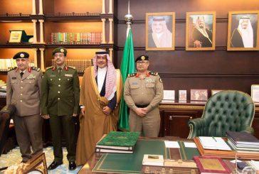 أمير منطقة الباحة يقلد مدير جوازات ونائب مدير الشرطة رتبتيهما الجديدة