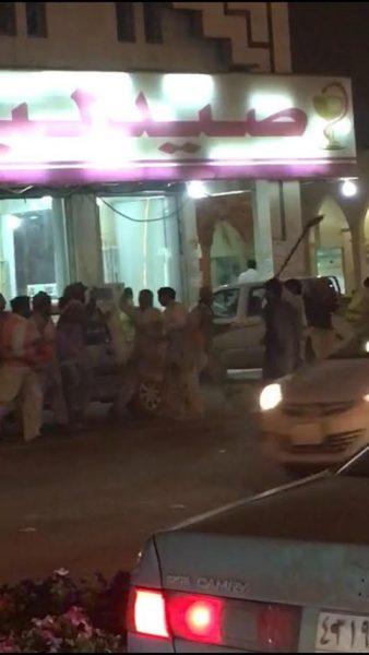 """""""شرطة الرياض"""" تكشف تفاصيل """"المضاربة الجماعية"""" بحي السويدي (فيديو)"""