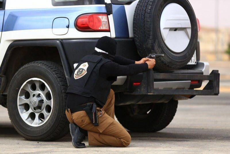 """الشرطة تكشف تفاصيل ضبط """"جيب المجوهرات ونصف المليون"""" بالمزاحمية"""
