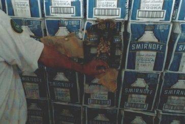 """جمرك البطحاء يحبط تهريب أكثر من 19 ألف زجاجة خمر مخبأة داخل إرسالية """"خضار مجمّدة"""""""