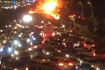 بالفيديو والصور..حريق ثلاث مركبات على طريق مكة – جدة السريع