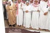 """وكيل إمارة منطقة الباحة يؤدي صلاة الميت على الشيخ """"صالح الرقيب"""""""