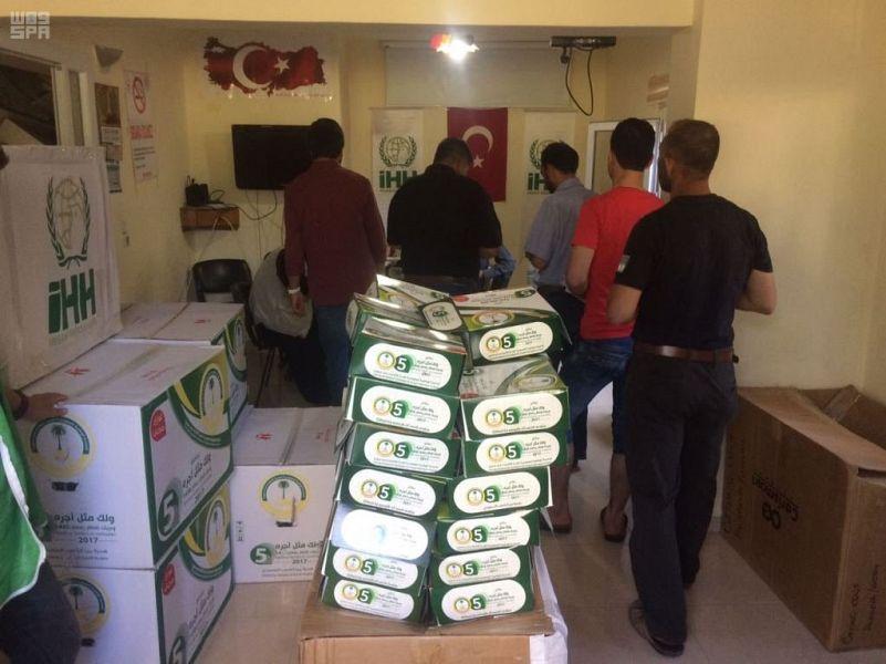 24 ألف وجبة إفطار صائم وزعتها الحملة الوطنية السعودية على الأشقاء السوريين