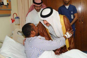 أمير المنطقة الشرقية يزور رجال الأمن المصابين بالحادث الإرهابي بالعوامية