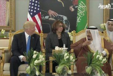 خادم الحرمين يوضح لترامب معنى هز فنجان القهوة العربية