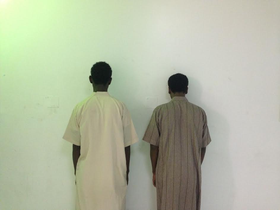 ضبط مواطنيْن ارتكبا 31 جريمة سرقة بالإكراه في الرياض